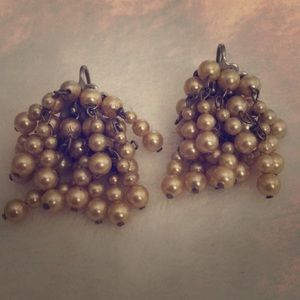 Jewelry - Vintage Dainty gold pearl earrings